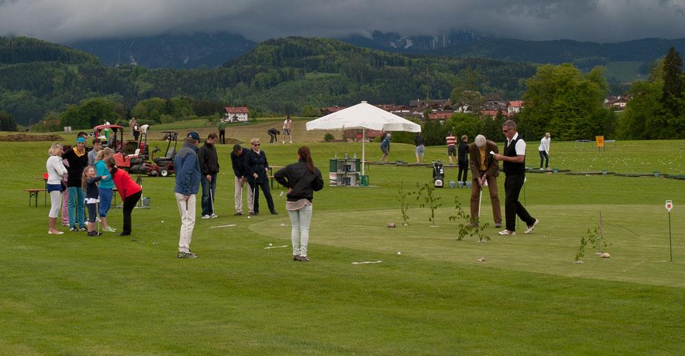 Besucher beim Golferlebnistag. Foto: Golfclub Berchtesgadener Land.