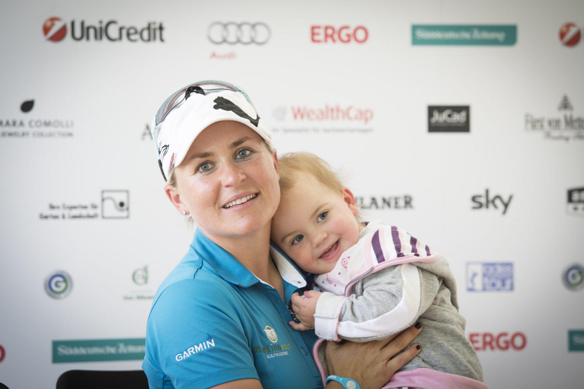 Martina Eberl mit ihrer kleinen Tochter