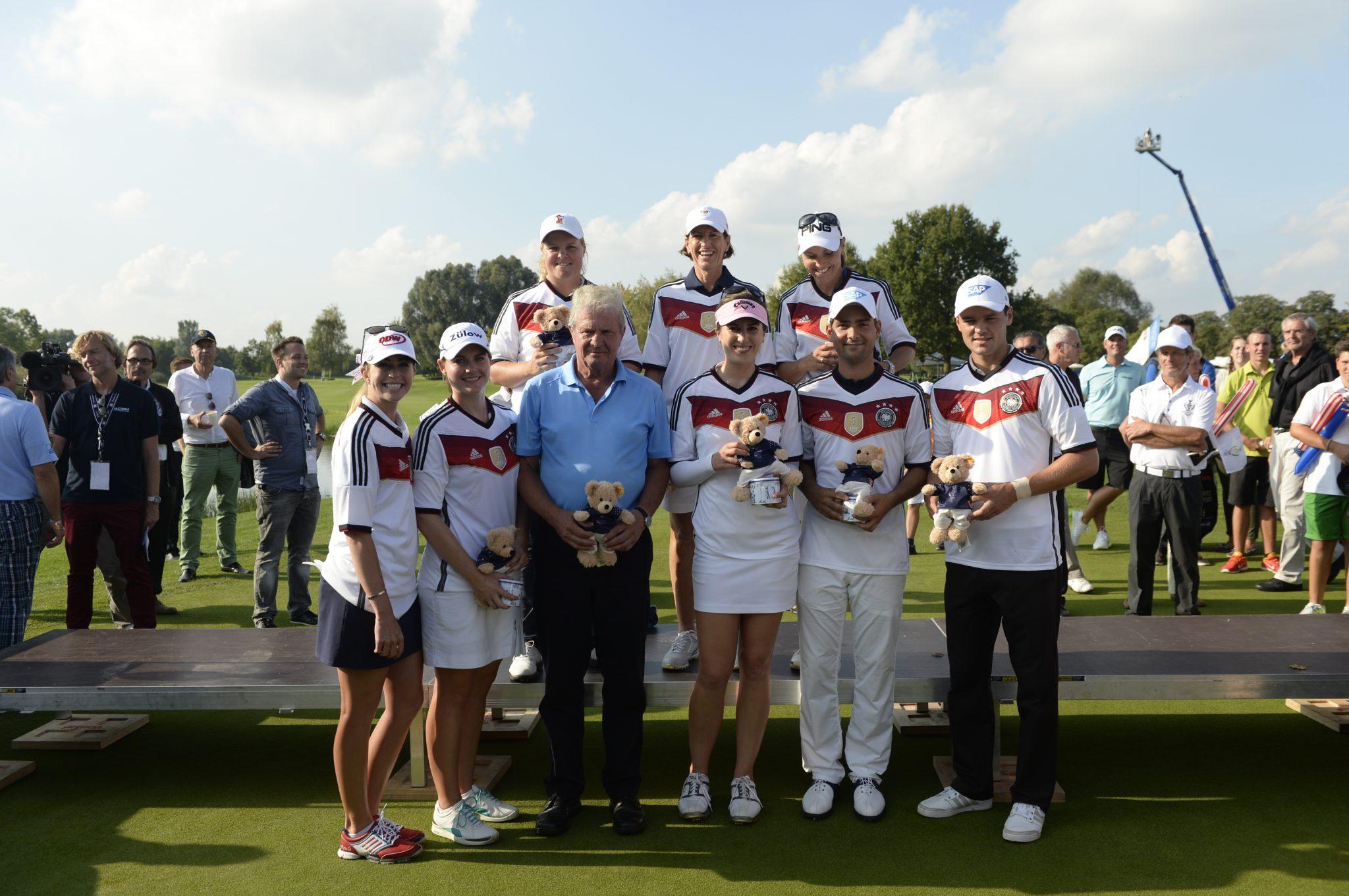 Beim Solheim Cup Charity Show Match in St. Leon-Rot erhielten die Teilnehmer die ersten Solheim Cup Steiff-Bären.