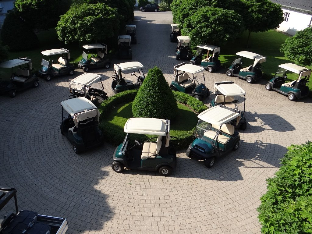 Golfcarts im Golf & Country Club Seddiner See.
