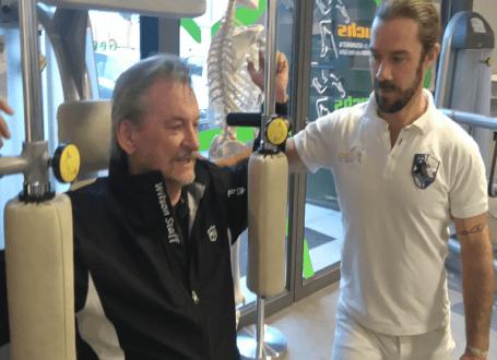 Sportwissenschaftler Stefan Helminger von der Praxis Fuchs, Bad Reichenhall bereitet Sie auf die Golfsaison vor.